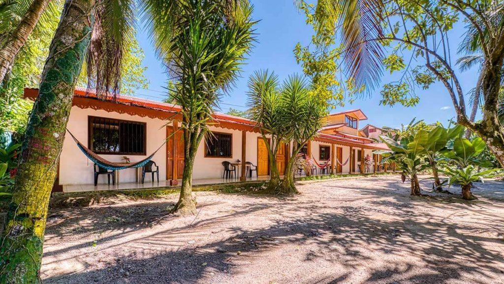Cabinas Yucca Beach Front, ein echtes Beach Ressort Hotel in Puerto Viejo in Costa Ricca.