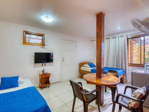 Zimmer-beds-fan-television-tv-Triple-Standart-Fan-cabinas-yucca-pueto-viejo-hotel-3-persons