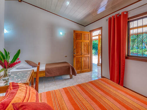 Zimmer-beds-oceanview-Triple-Standard-Beachfront-Fan-Terrace